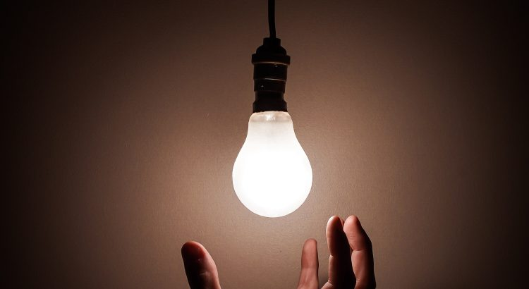 ¿Cuál es el verdadero inventor de la bombilla?